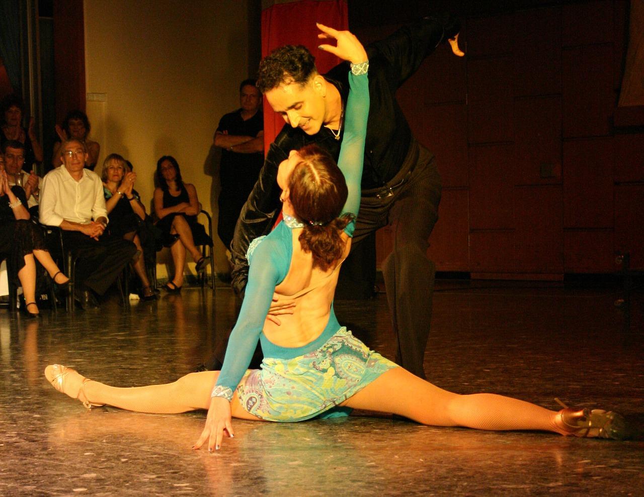 Towarzyski taniec typu salsa